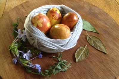Onion Skin Eggs: Making Natural Coloured Easter Eggs