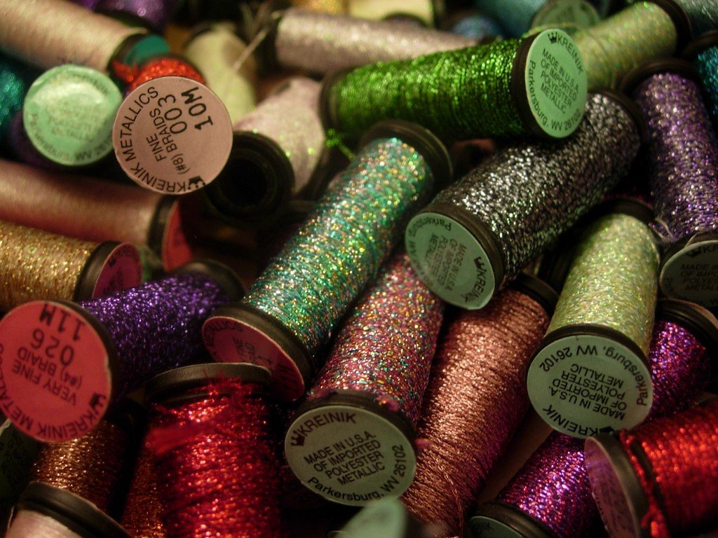 polyester threads contribute to plastic pollution